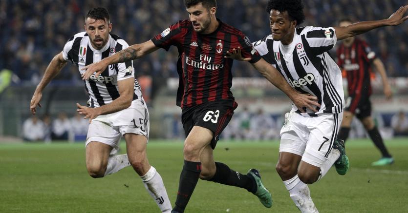 Patrick Cutrone in azione contro la Juventus (Ap)