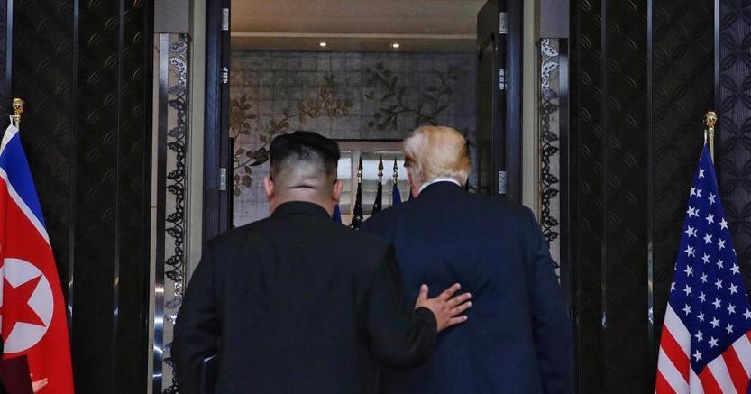 Trump e Kim dopo la firma dell'accordo tra Usa e Corea del Nord (Epa)
