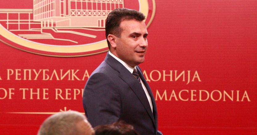 Il premier macedone Zoran Zaev annuncia l'accordo sul nuovo nome del suo Paese (Reuters)