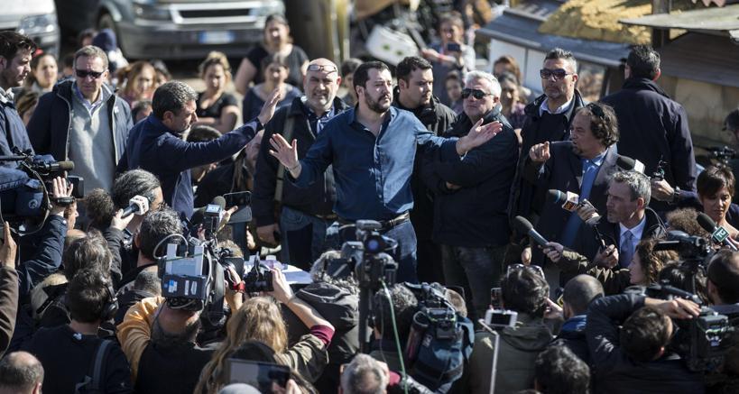 Matteo Salvini al campo rom di via Salviati a Roma (Ansa)