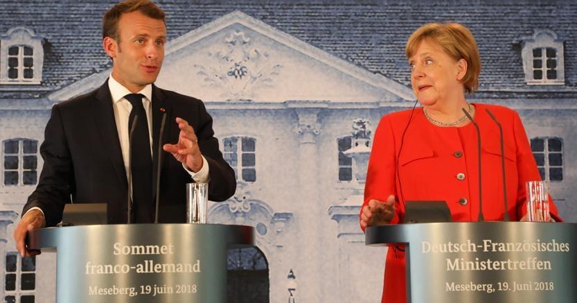 Emmanuel Macron con Angela Merkel al vertice di Meseberg del 19 giugno scorso  (Afp)