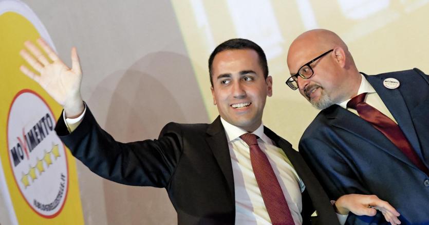 Il vice premier e ministro Luigi Di Maio  ad Avellino a sostegno del candidato del Movimento 5 stelle , Vincenzo Ciampi (Ansa)