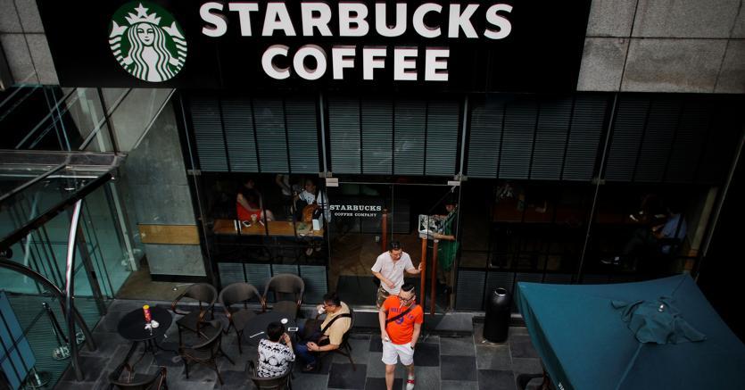 e2cc5cb390 Starbucks in profondo rosso dopo l'uscita di scena del cfo Scott Maw ...