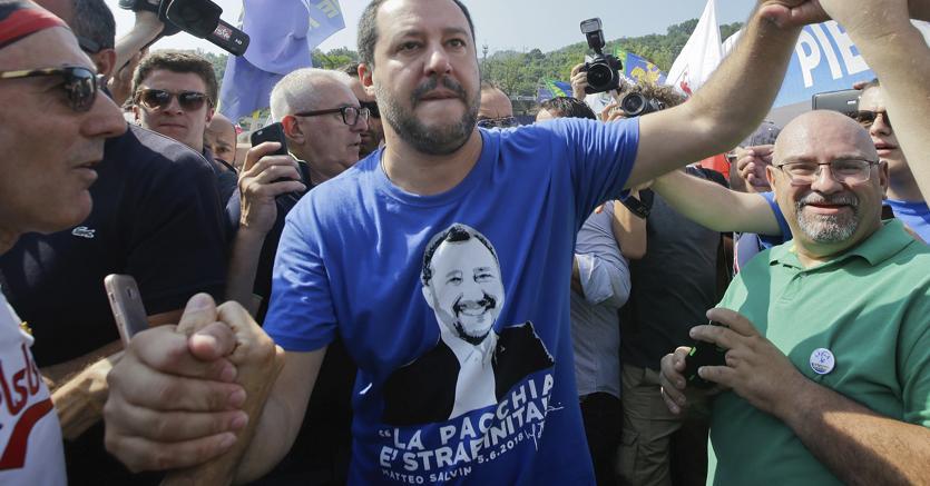 Matteo Salvini oggi all'arrivo alla festa della Lega a Pontida (Ansa)