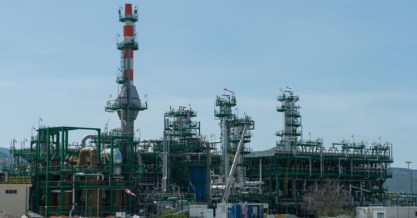 Viggiano, Centro olio Cova, per il trattamento del petrolio estratto in Val d'Agri da ENI (Agf)