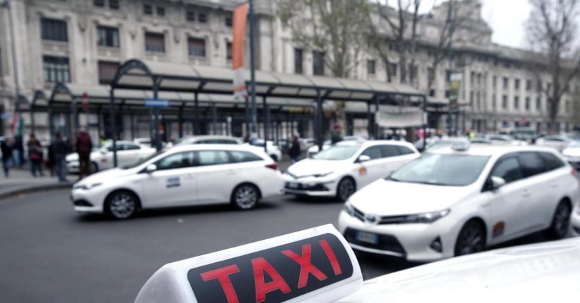 Taxi: Antitrust, vincoli radiotaxi illegittimi, stop. Ricorso da 3570