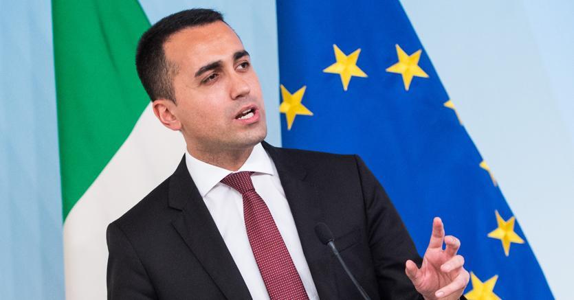 Savona vuole incontrare Draghi e chiede di prepararsi all'uscita dall'euro