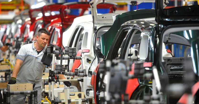 La catena di montaggio dello stabilimento Fca di Kragujevac in Serbia: dal 2019 potrebbe sfornare la 500L ibrida