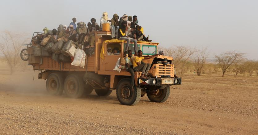 Il Niger è attraversato dai convogli di trafficanti con i migranti diretti verso l'Italia (foto reuters)