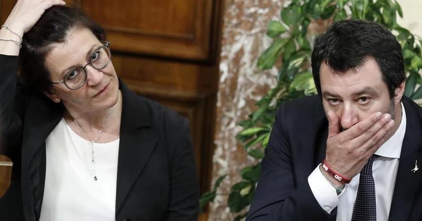 I ministri Trenta e Salvini alle prese con il dibattito sul ritorno della lega obbligatoria (Ansa)