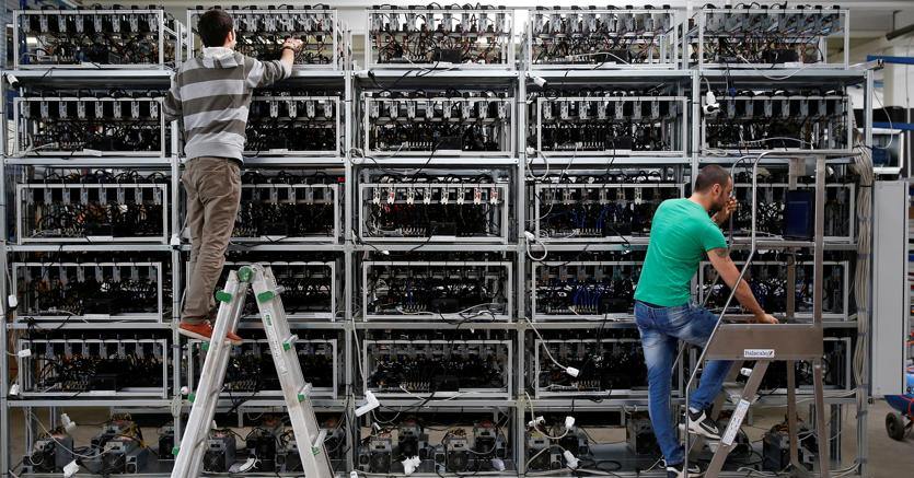 Server alla Bitminer Factory di Firenze (Reuters)