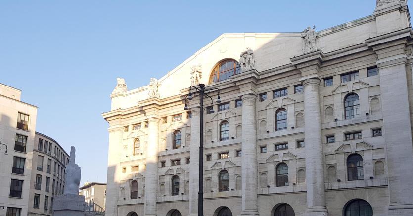 Milano, Piazza Affari (Ansa)