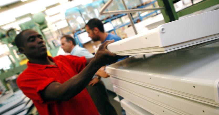 assegni sociali e invalidità a 70mila cittadini stranieri, inps spende 426 milioni