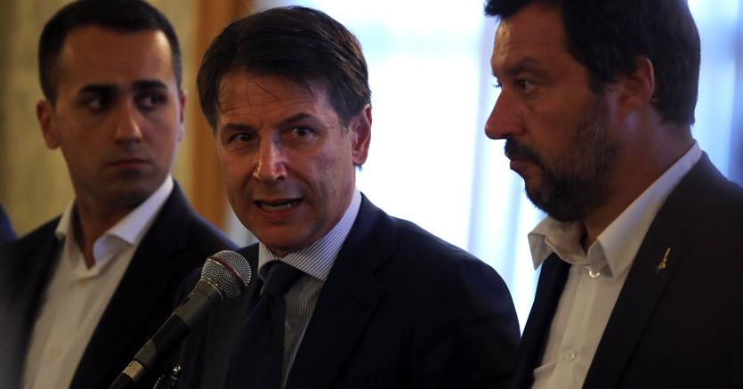 Da sinistra, Luigi Di Maio , Giuseppe Conte e Matteo Salvini (Reuters)