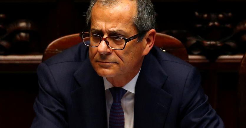 Il ministro dell'Economia Tria: rispettiamo gli impegni europei