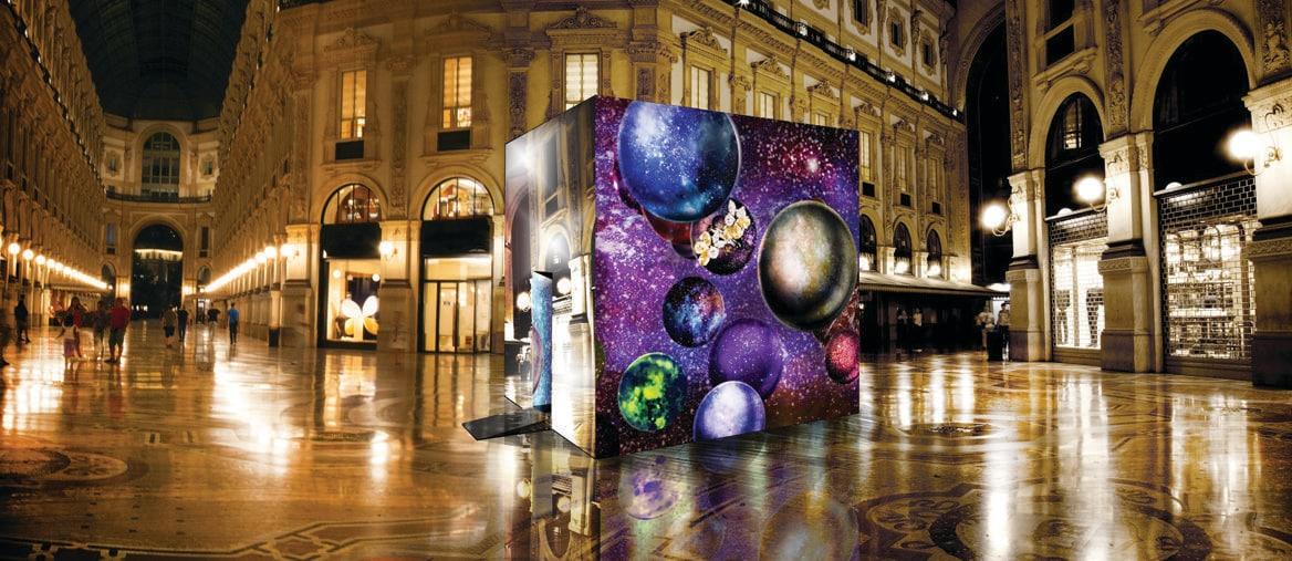Sostenibilità.È il tema chiave della manifestazione 2018 con sei maxi cubi interattivi installati in città e aperti al pubblico. Nella foto: il cubo di Federorafi in Galleria