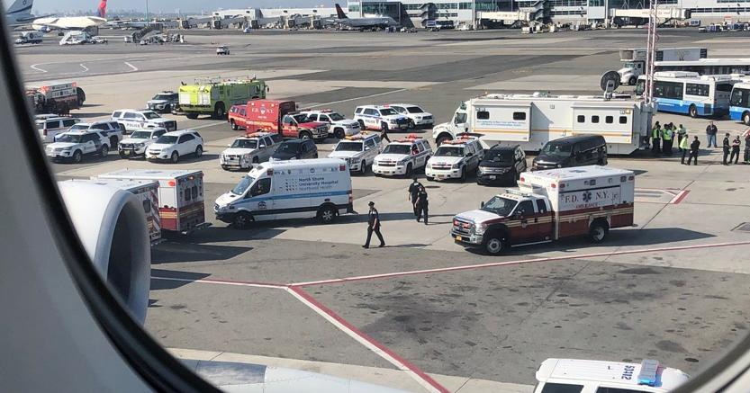 Passeggeri in quarantena su volo Dubai-New York