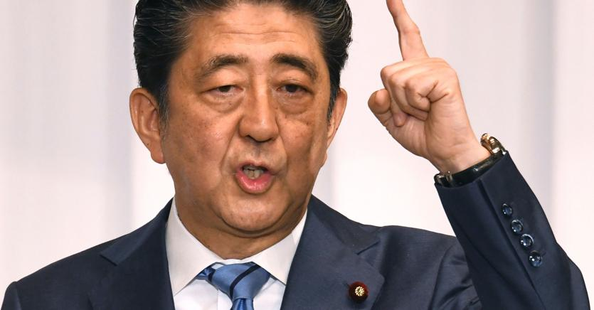 Il primo ministro giapponese  Shinzo Abe (Afp)
