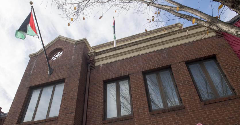 La sede dell'Organizzazione per la Liberazione della Palestina a Washington (Afp)