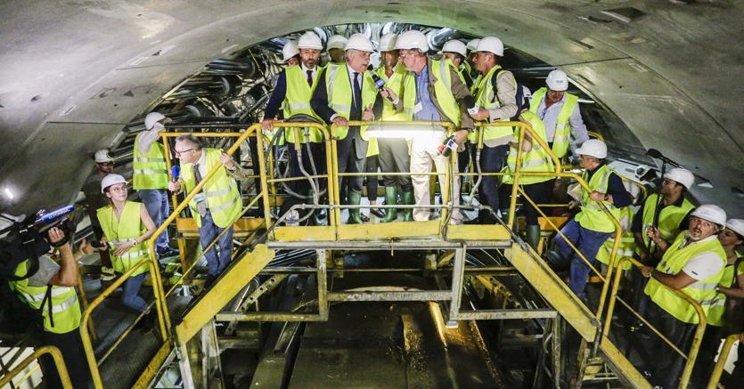 Già scavati 24 chilometri dei 162 previsti. Icantieri sono stati visitati recentemente da Antonio Tajani (nella foto) presidente del Parlamento Ue (Agf)
