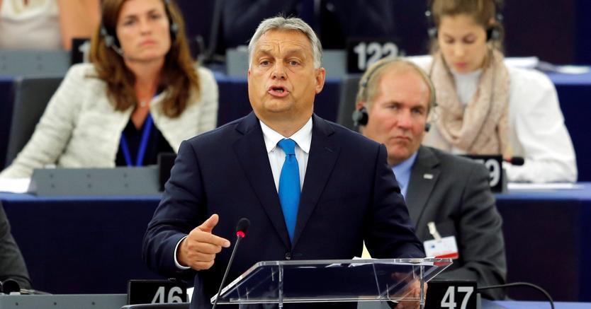 Il premier ungherese Viktor Orbàn interviene alla Plenaria del Parlamento europeo (foto Reuters)