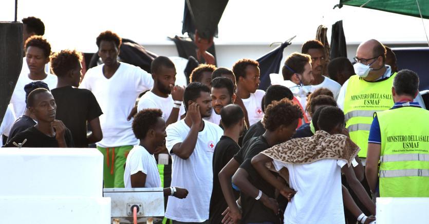 Lampedusa, sbarcati 184 migranti. Il Viminale: