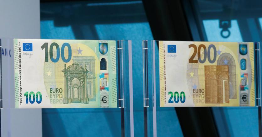 La nuova banconota da 100 euro presentata oggi dalla Bce (Reuters)