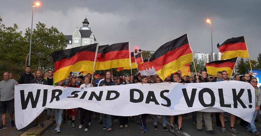 Una marcia organizzata dagli estremisti di destra a Chemnitz, in Sassonia
