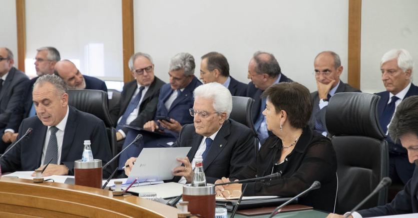 Il Presidente della Repubblica Sergio Mattarella in occasione dell'Assemblea plenaria straordinaria del Consiglio Superiore della Magistratura (foto Ansa)