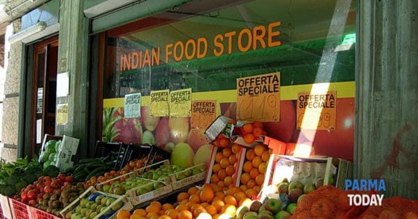Salvini: chiusura entro le 21 dei negozi etnici ...