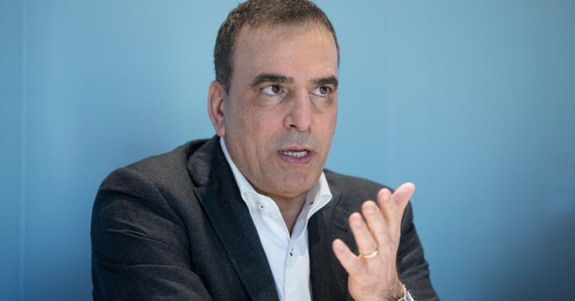 Tim: tonfo in Borsa (-5%) dopo maxi-svalutazione, Vivendi attacca