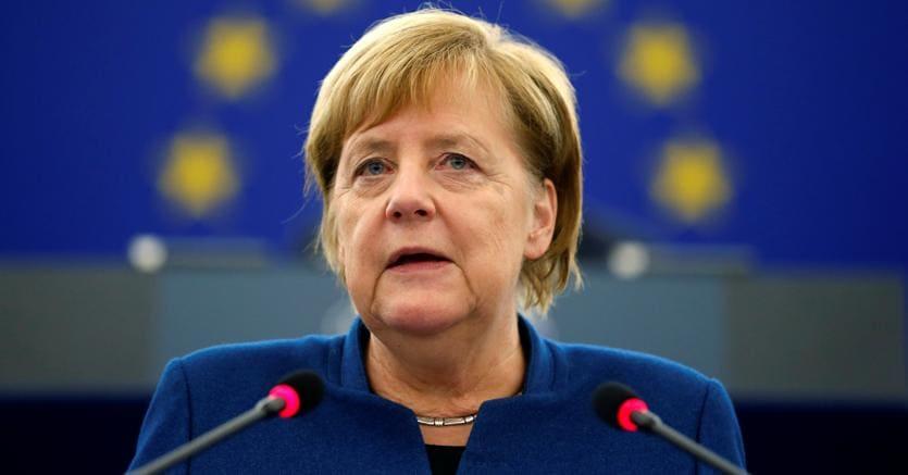 Merkel, rinunciare un po' a sovranità nazionale