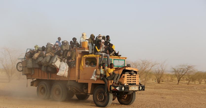 Dal Niger partono camion carichi di migranti. Destinazione Libia (foto Reuters)