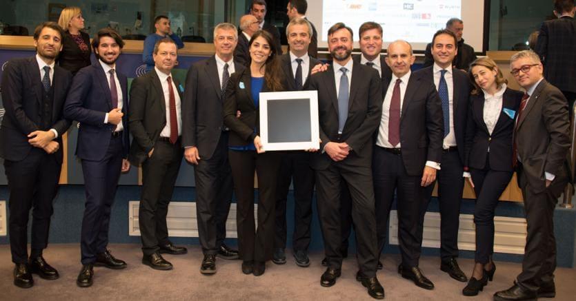 Il team di Elite ritira il premio «Mecenati del XXIesimo Secolo» all'Europarlamento di Bruxelles