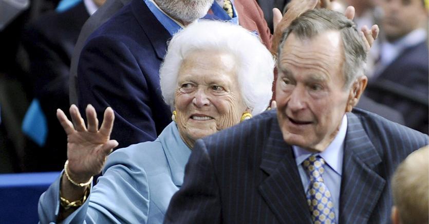 George Bush padre con la moglie Barbara (EPA)