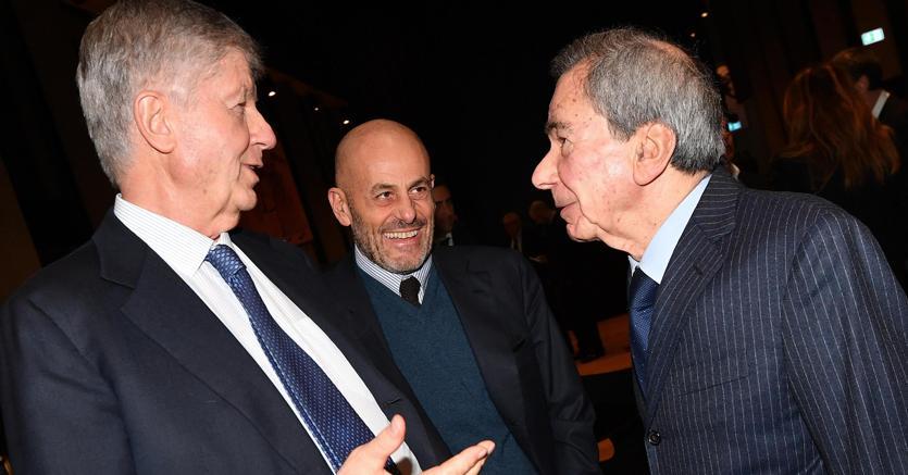 Il presidente dell'Ansa, Giulio Anselmi (a destra), e il presidente di Generali Gabriele Galateri di Genola (a sinistra), in occasione della presentazione del libro PhotoAnsa 2018