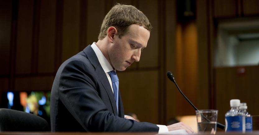 Zuckerberg durante l'audizione a Capitol Hill, Washington, il 10 aprile 2018