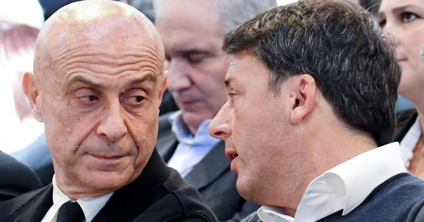 Marco Minniti con Matteo Renzi (Ansa)