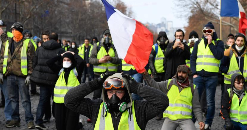 La risposta di Macron ai gilet gialli: