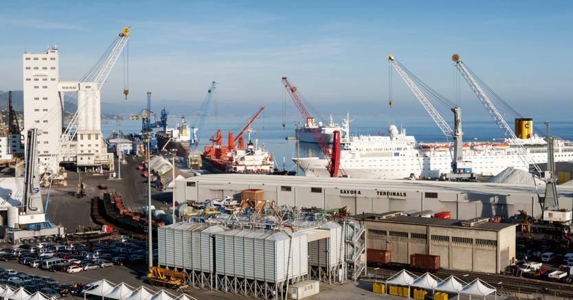 Il porto di Savona (Agf)