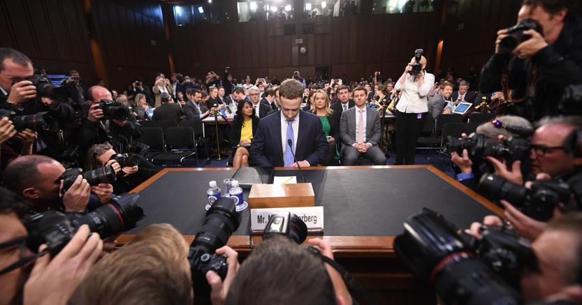 Mark Zuckerberg il giorno dell'audizione al Senato americano dopo Cambridge Analytica  - JIM WATSON / AFP