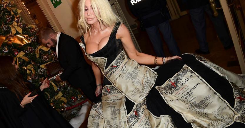 Un vestito Dolce & Gabbana per la Prima della Scala a Milano (Afp)