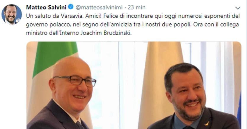 Il tweet pubblicato da Matteo Salvini dopo l'incontro a Varsavia con il collega polacco Joachim Brudzinski (foto Ansa)