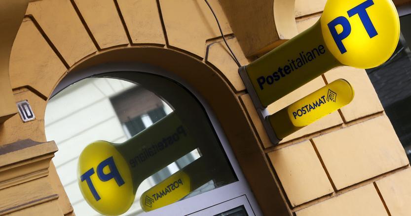 Sono 253 i sindaci di piccoli comuni che negli ultimi giorni hanno ricevuto da Poste italiane la lettera che annuncia loro l'attivazione di uno sportello automatico Postamat per lo svolgimento di numerosi servizi (foto Reuters)