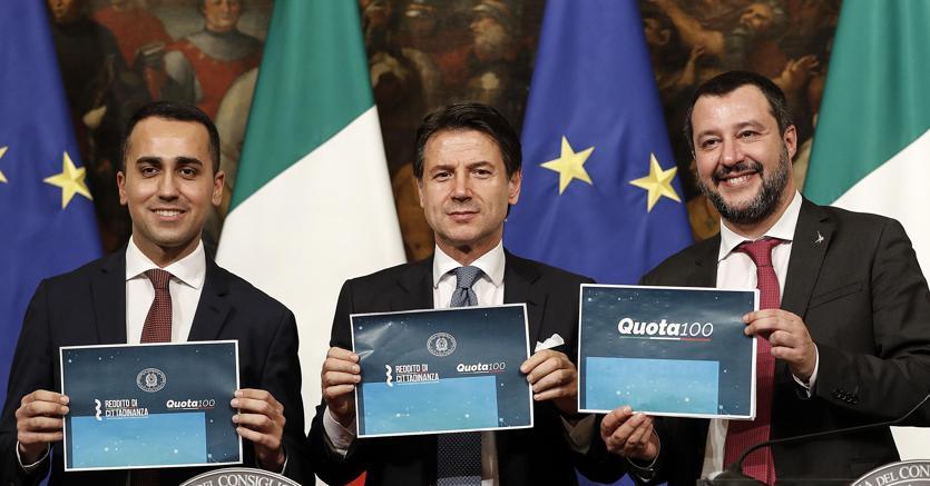 Luigi Di Maio, Giuseppe Conte e Matteo Salvini presentano il decreto legge reddito di cittadinanza-pensioni (ANSA)