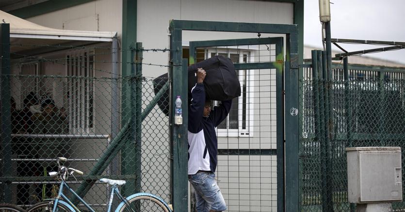 Il trasferimento dei migranti ospitati al Cara di Castelnuovo di Porto