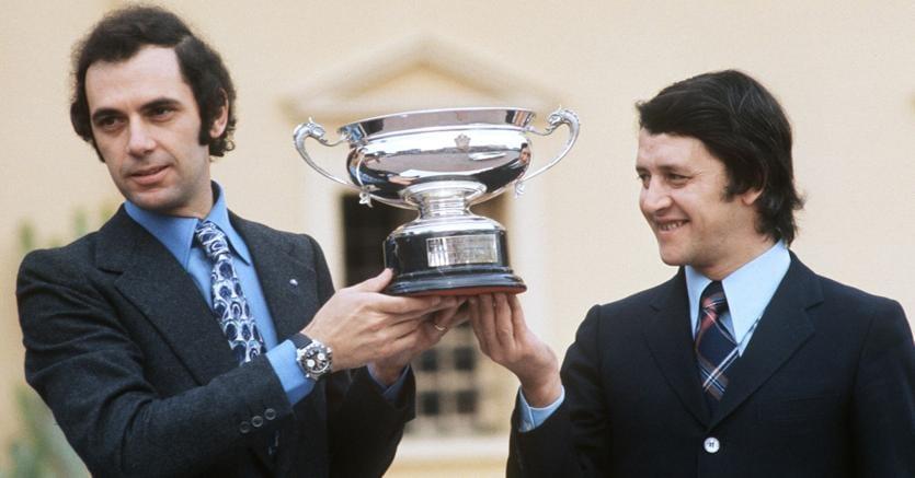 Sandro Munari e Mario Mannucci festeggiano la vittoria nel rally più famoso del mondo (Afp)