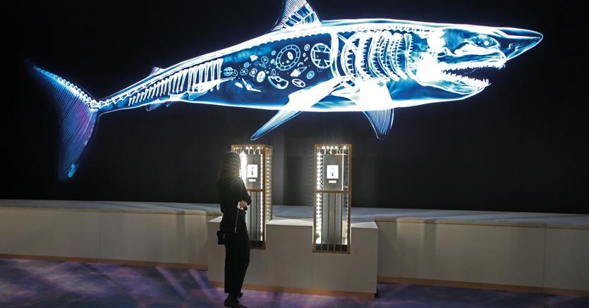 Visitatrice allo stand Ulysse Nardin, gruppo Kering, al Salone dell'Orologeria di Ginevra (Reuters)