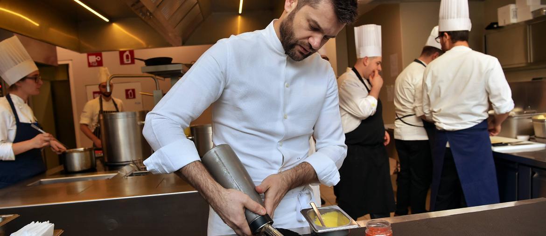 Lo chef Enrico Bartolini (Fotogramma)