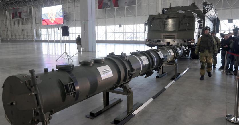 Un complesso missilistico Iskander M esposto a Mosca nei giorni scorsi (Epa)